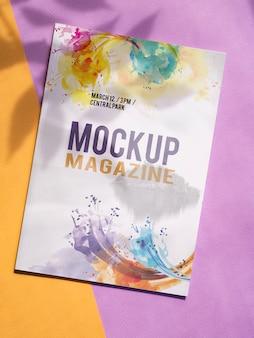 Maquette de magazine sur fond minimaliste