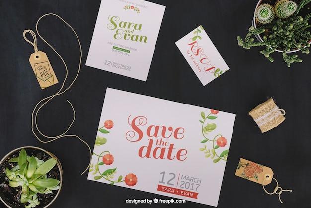 Maquette de mariage avec des étiquettes et des cartes
