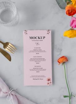 Maquette de menu en décoration printanière