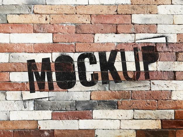 Maquette sur mur de briques