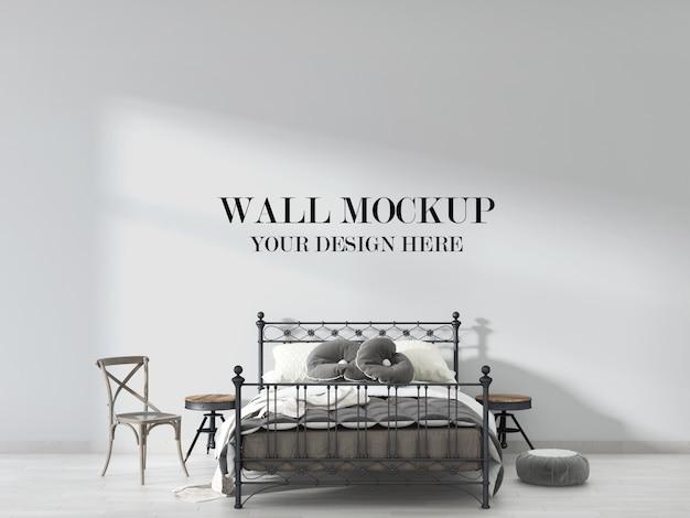 Maquette de mur de chambre antique avec lit en fer vintage, table de chevet et chaise en bois dans la chambre