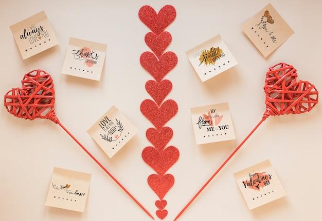 Maquette de notes autocollantes avec concept de saint-valentin