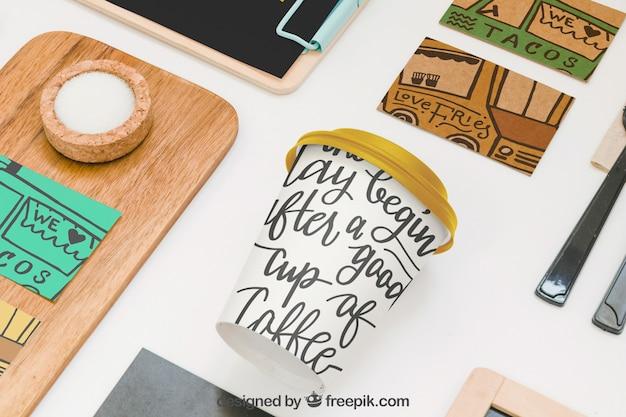 Maquette de nourriture à emporter avec divers objets