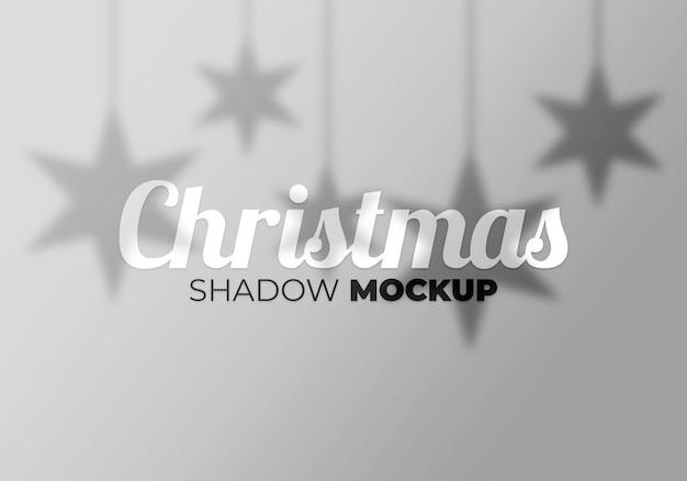 Maquette d'ombre de noël abstrait avec étoile sur un mur blanc
