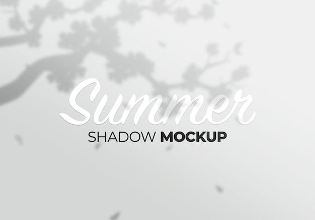 Maquette d'ombres de fleurs sauvages sur un mur