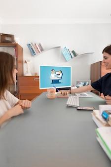 Maquette d'ordinateur portable avec le concept de dentiste