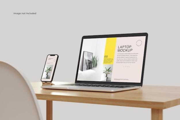 Maquette d'ordinateur portable et de smartphone sur la table
