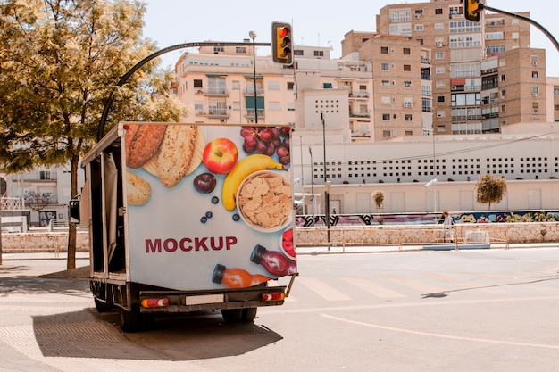 Maquette de panneau d'affichage sur le camion