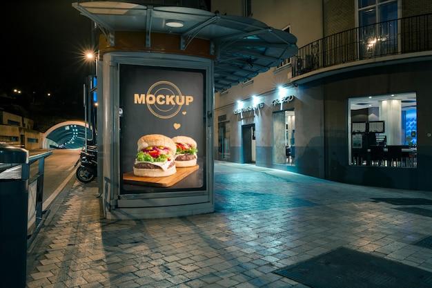 Maquette de panneau d'affichage en milieu urbain