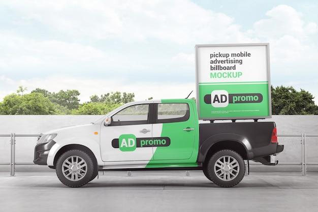 Maquette de panneau d'affichage publicitaire mobile pickup