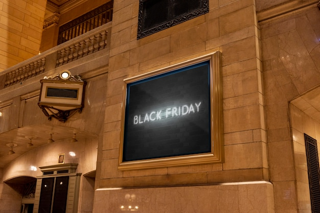 Maquette de panneau d'affichage vendredi noir néon