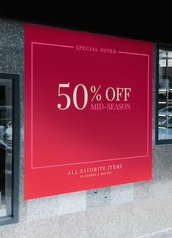 Maquette de panneau publicitaire à grande échelle devant un centre commercial