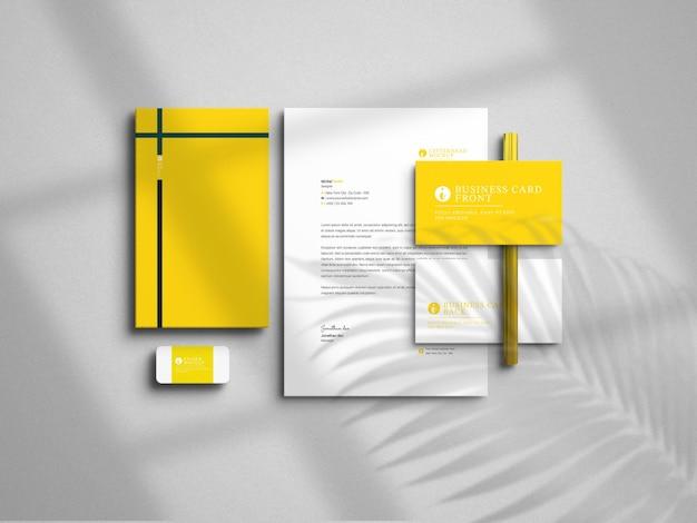 Maquette de papeterie et de carte de visite minimaliste