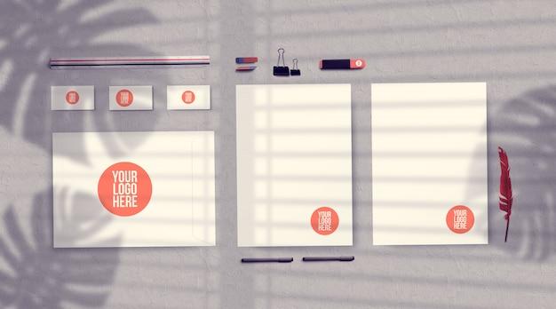Maquette de papeterie d'identité d'entreprise avec la lumière du soleil