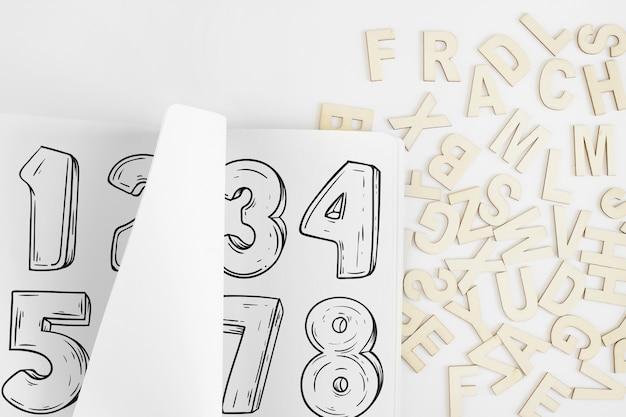 Maquette de papier avec l'alphabet