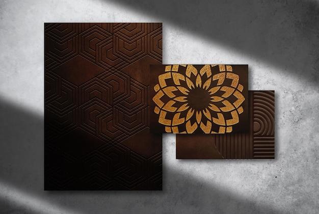 Maquette de papier et de carte de visite en cuir gaufré de luxe en gros plan