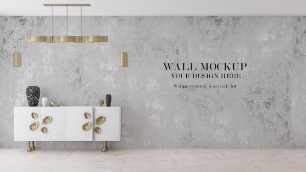 Maquette de papier peint derrière une armoire dorée et blanche
