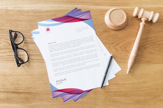 Maquette de papier à en-tête avec concept de loi