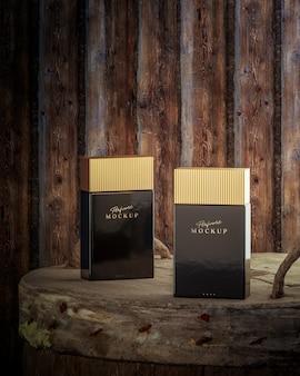 Maquette de parfum de luxe noir sur fond en bois pour le rendu 3d de la marque de logo
