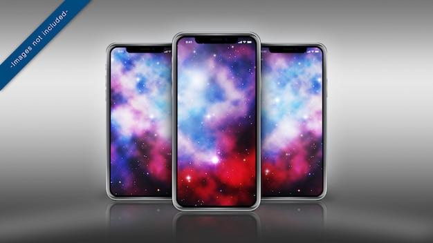 Maquette pixel perfect de trois iphone x sur une surface réfléchissante