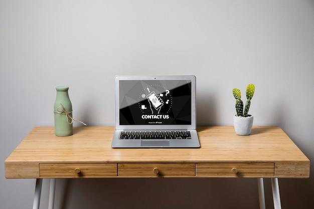 Maquette pour ordinateur portable avec nous contacter concept
