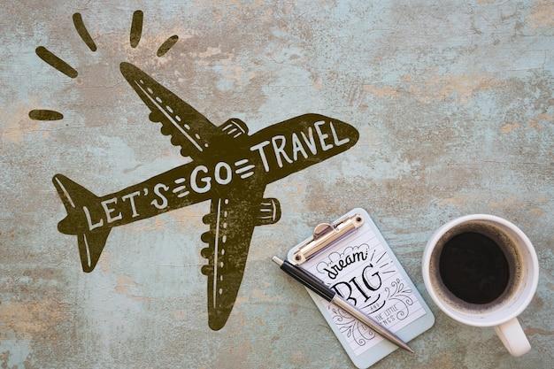 Maquette presse-papiers avec concept de voyage