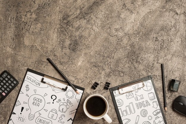 Maquette presse-papiers avec éléments de bureau