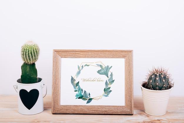 Maquette de printemps avec cadre en bois et cactus