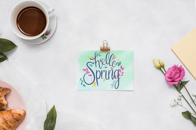 Maquette de printemps plat laïcs avec carte de voeux