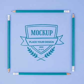 Maquette professionnelle de crayons bleus carrés