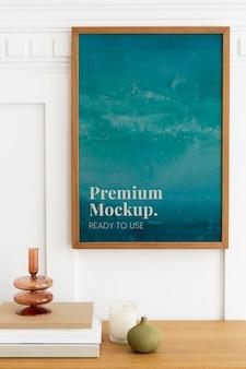 Maquette psd de cadre photo ombre sur une table de buffet en bois