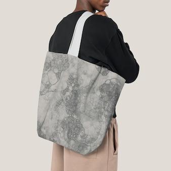Maquette psd de sac fourre-tout blanc avec mode de typographie d'ambiance estivale