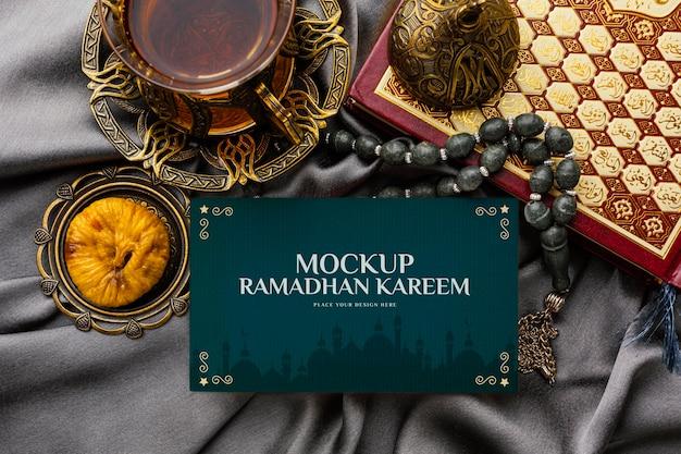 Maquette de ramadan kareem avec des objets