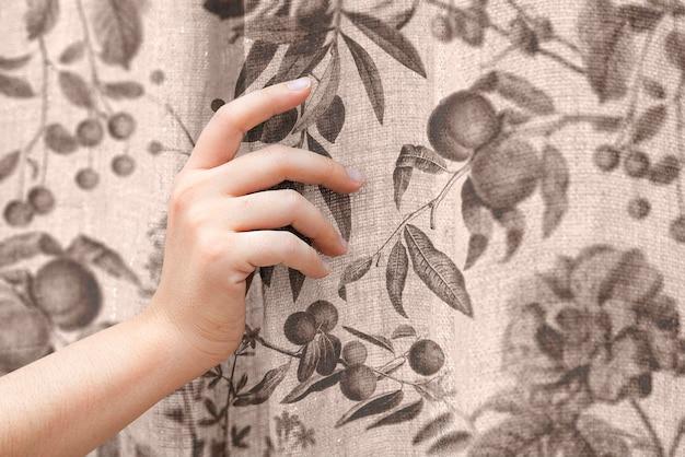 Maquette de rideau de fenêtre florale psd