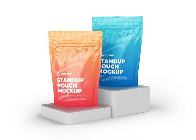 Maquette de sac de poche zippée à deux supports réalistes avec affichage du produit sur podium