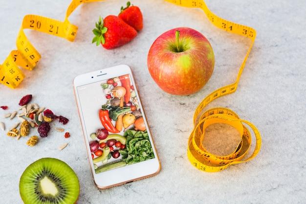 Maquette smartphone avec concept de cuisine saine