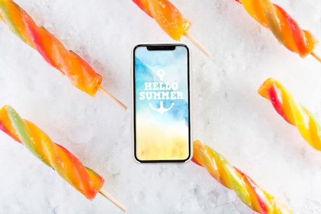 Maquette de smartphone avec de la crème glacée