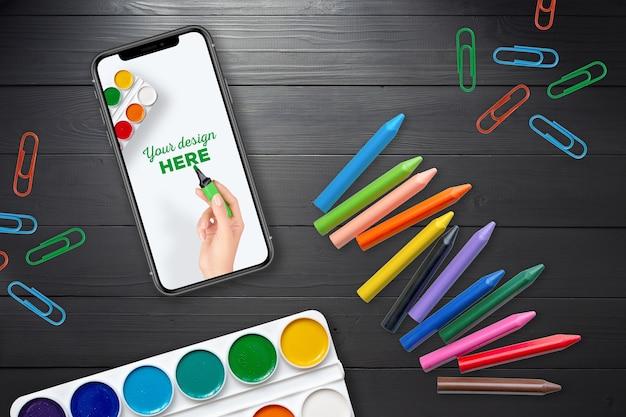 Maquette de smartphone et fournitures scolaires