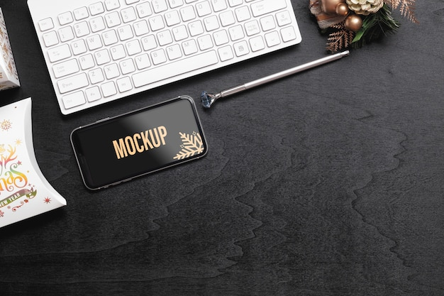 Maquette smartphone pour noël nouvel an sur le bureau