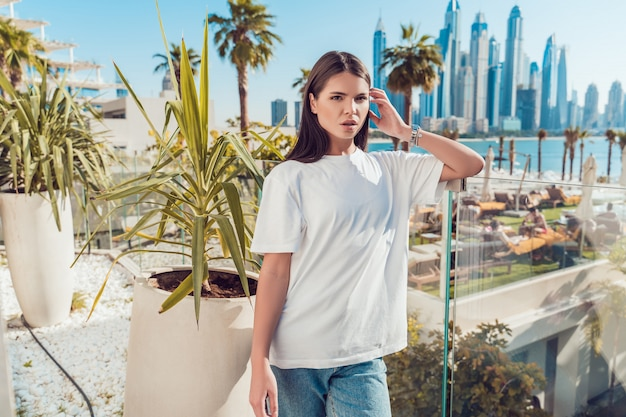Maquette de t-shirt blanc