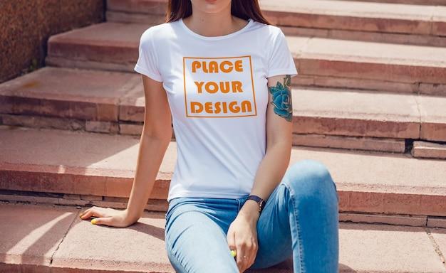 Maquette de t-shirt jeune fille