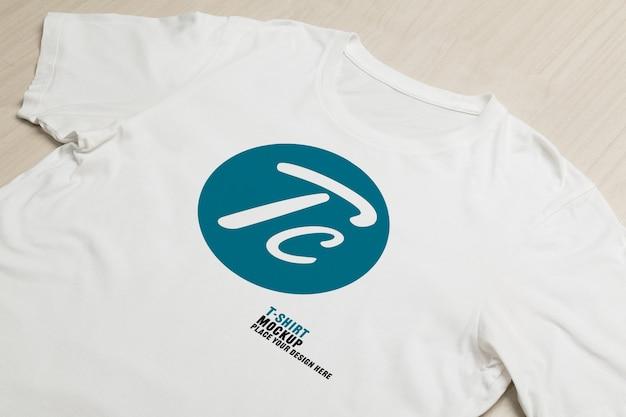 Maquette de t-shirts blancs vierges
