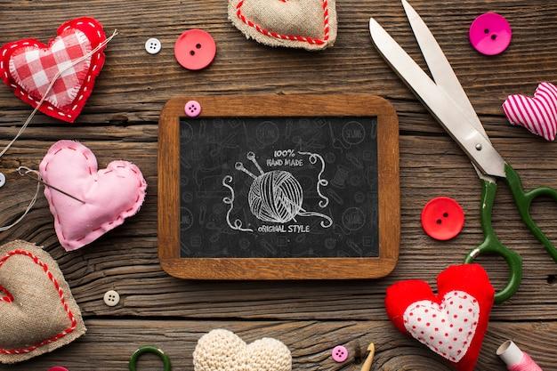 Maquette de tableau avec coeurs en feutre