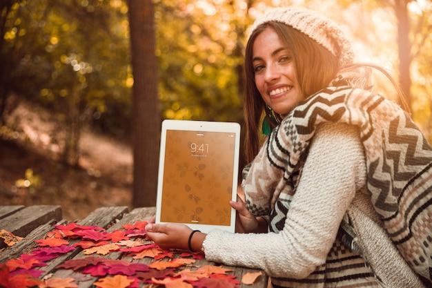 Maquette de tablette avec le concept d'automne