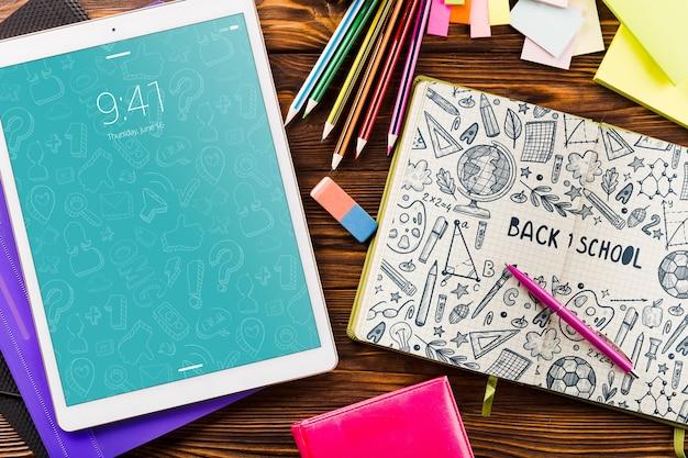 Maquette de tablette avec le concept de retour à l'école