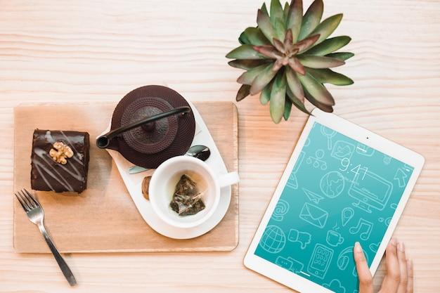 Maquette de tablette et thé