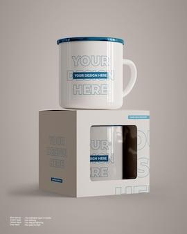 Maquette de tasse de camp avec emballage de boîte