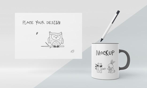 Maquette de tasse en céramique avec un design personnalisé