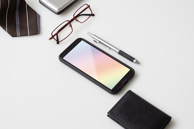 Maquette de téléphone portable avec accessoires pour messieurs