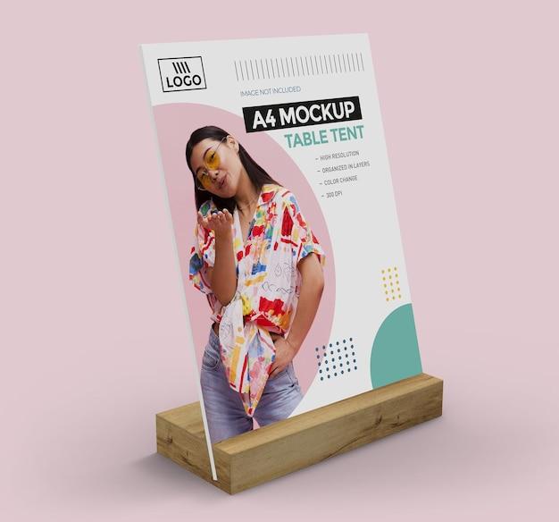 Maquette de tente de table promotionnelle pour affichage a4